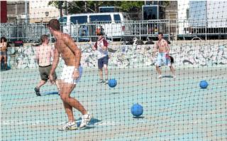 Shirtless_dodgeball_2